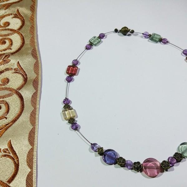Thumbnail for Pikasso Perlen in ihrer ganzen Schönheit in einer Kette vereint